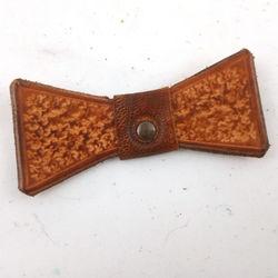 Broche en cuir rustique noeud pap BH071