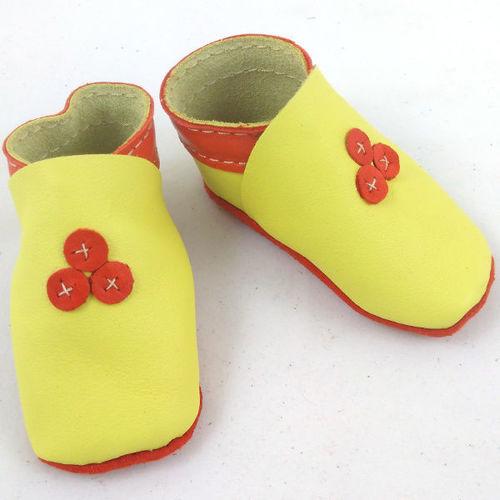 Chausson bébé en cuir jaune et orange motif trefle CH006